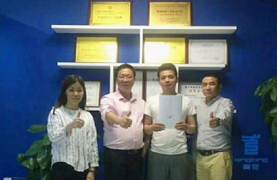 韶关董老板成功签约青龙家装防水代理商