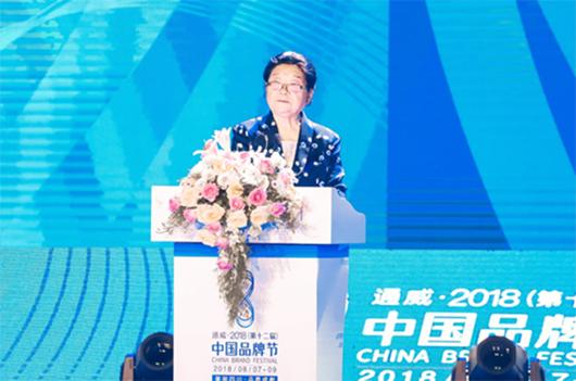 韩玉臣出席第十二届中国品牌节 赠画陆克文